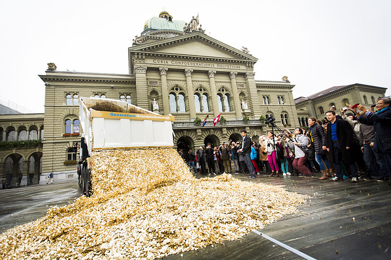 basic_income_performance_in_bern_oct_2013